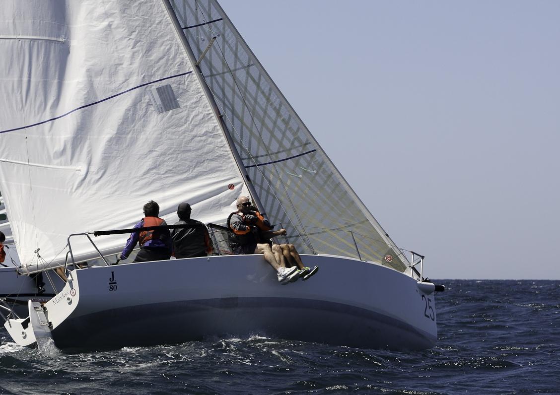 El 'Mandovi' lidera el IV Trofeo El Correo en la clase J 80 a falta de solo una jornada