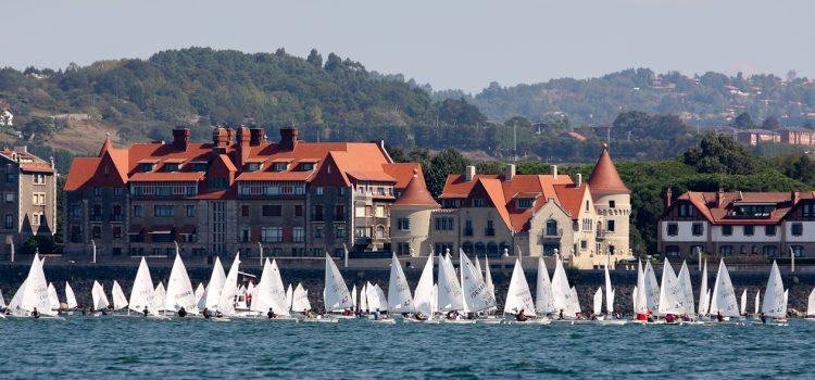El Trofeo Artea- José Luis de Ugarte vuelve a llenar el Abra de pequeñas embarcaciones  –Alrededor de 200 regatistas toman parte en la XXVII edición de esta relevante prueba de vela ligera